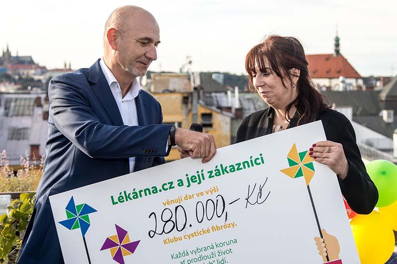 Přebírání šeku od Lékáren.cz