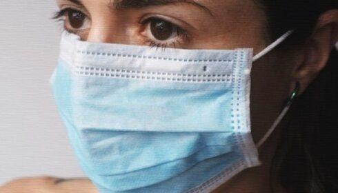 žena s rouškou, rouška, koronavir, koronavirus